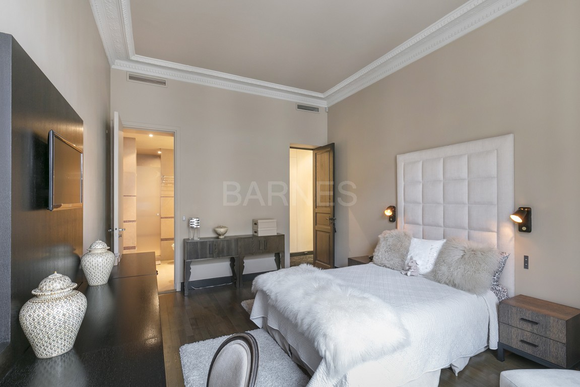 NEUILLY - BOIS - APPARTEMENT 8 PIECES - VOLUMES - VUE DEGAGEE picture 6
