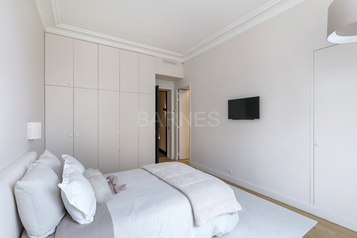 NEUILLY - BOIS - APPARTEMENT 8 PIECES - VOLUMES - VUE DEGAGEE picture 16