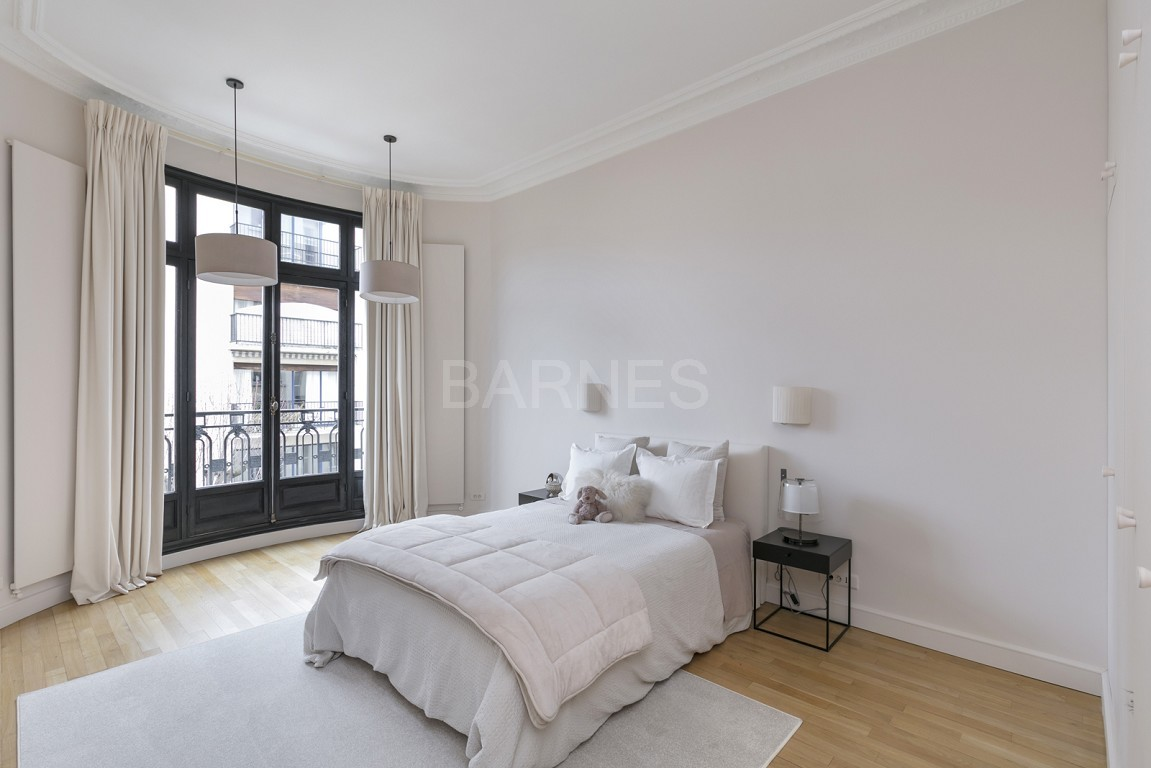 NEUILLY - BOIS - APPARTEMENT 8 PIECES - VOLUMES - VUE DEGAGEE picture 13