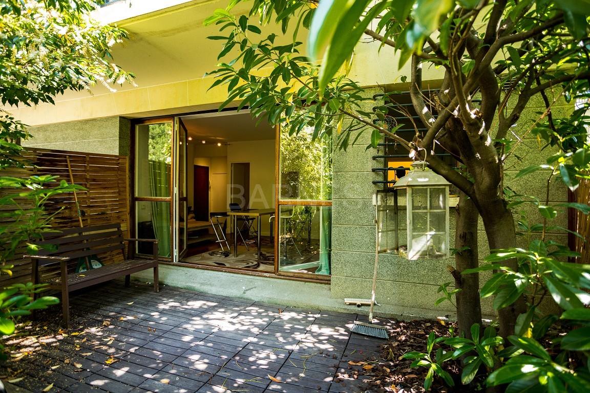 vente grand studio avec coin nuit calme et verdure ref a 65262. Black Bedroom Furniture Sets. Home Design Ideas