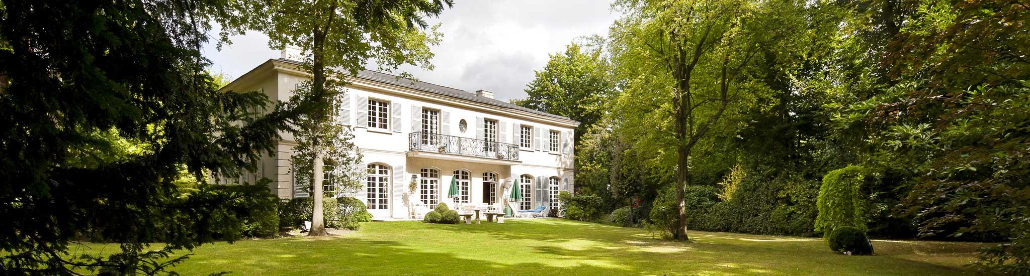 MARNES LA COQUETTE - 92430 Dans parc privé, propriété de caractère sur un terrain de 4000 m²...